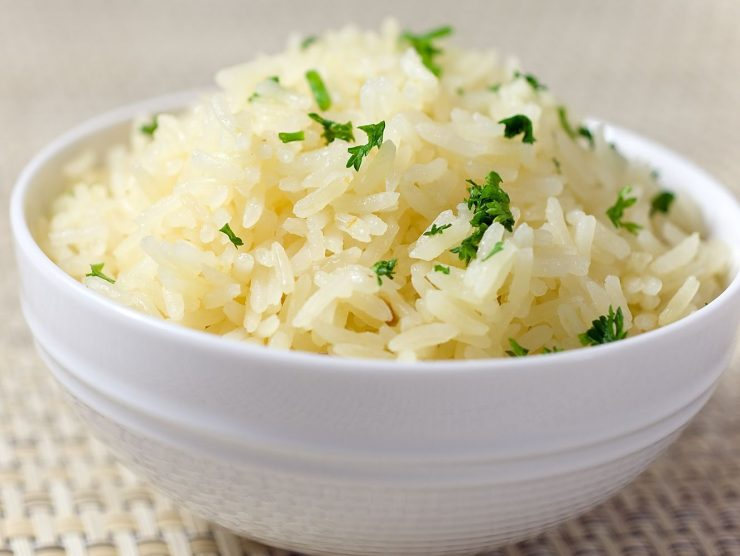Рассыпчатый белый рис